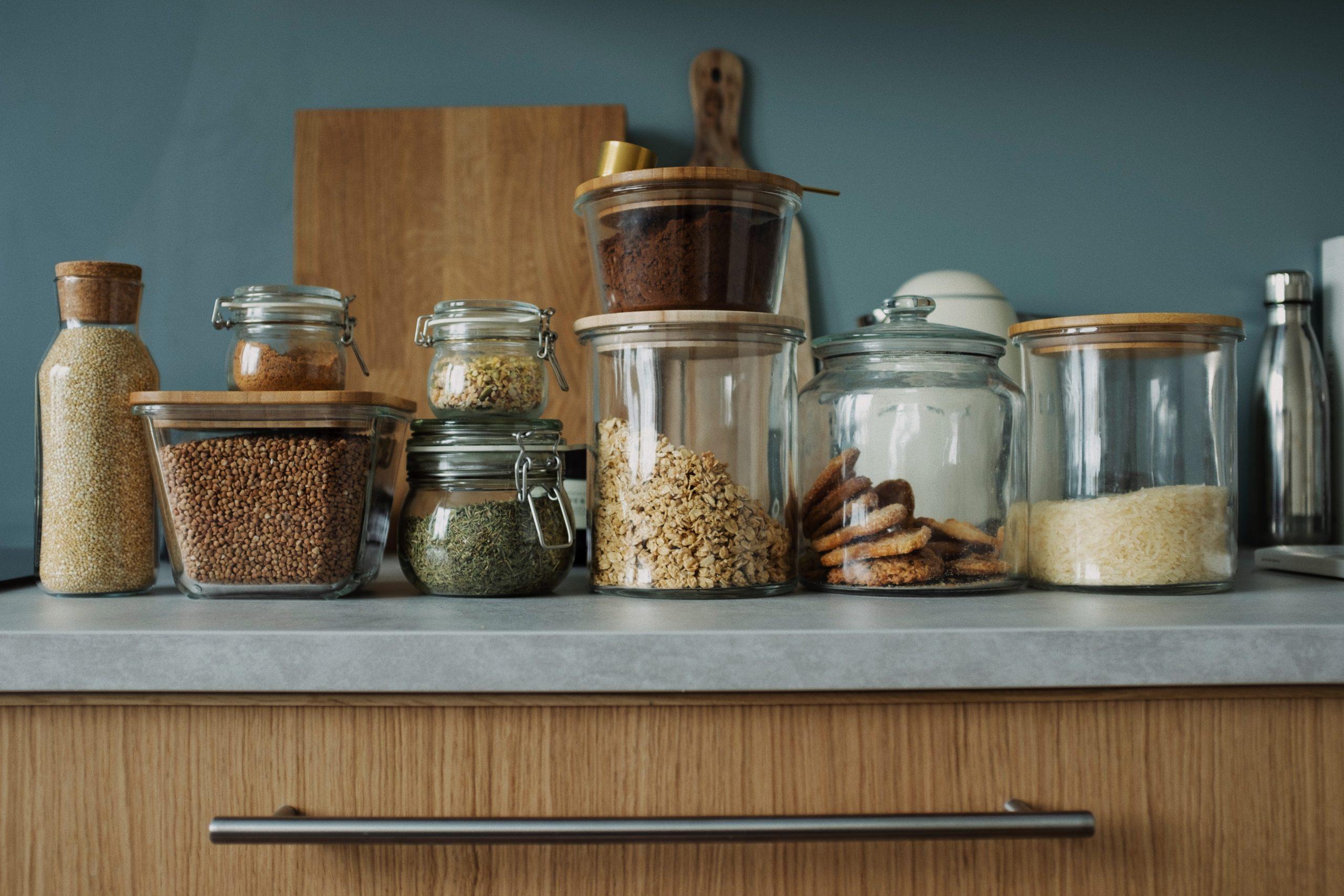 Tanie akcesoria kuchenne – jakie akcesoria warto mieć