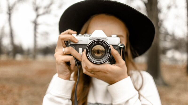 Akcesoria dla fotografów – drewniane opakowania ślubne i pendrive