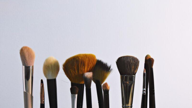 Akcesoria do makijażu – pędzle niezbędne do wykonania perfekcyjnego makijażu